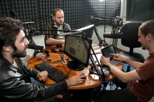 César Pucheta, Gonzalo Puig y Néstor Vivas en plena acción en Otra Canción.