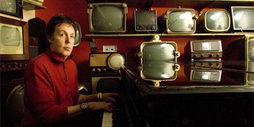 Paul McCartney de nuvo en el estudio.