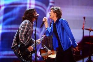 Dave Grohl y Mick Jagger durante el show en Anaheim del sábado.
