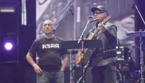 Anibal Fourcade (Oveja Negra, bajista de la banda de León Gieco) y León.