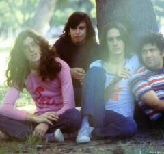Sui_Generis_(1974)