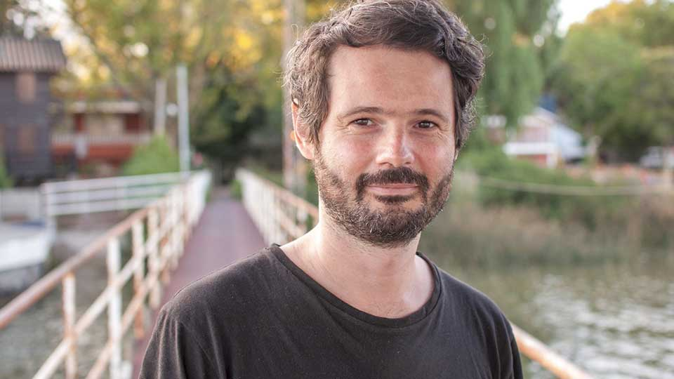 Julián Oroz: «Creo que cuando uno recuerda algo ese lugar está presente»